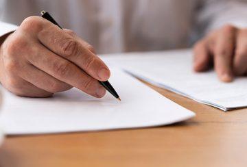 contrato-credito-firmafreepik